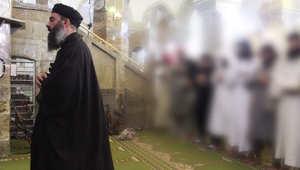 """داعش تبرر لبس """"الخليفة البغدادي"""" لعمامة سوداء بخطبة الجمعة.. وأمريكا لا تزال تحلل الفيديو"""