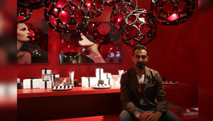 """هل تختار إحدى هذه المفروشات لمنزلك؟ شاهد الغريب والجميل والرائع من """"أيام دبي للتصميم"""""""
