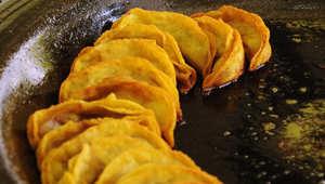 بين السلطعون وزلابية اللحم وحساء دم البط .. 8 أطباق ستجعلك تغرم بالمطبخ الصيني من جديد