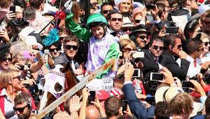 أول فارسة تفوز بثاني أغلى كأس لسباقات الخيول: الفروسية ليست قوة فقط