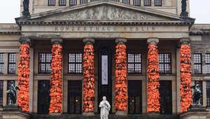 كيف غطّت 14 ألف سترة نجاة أحد أبرز معالم برلين؟