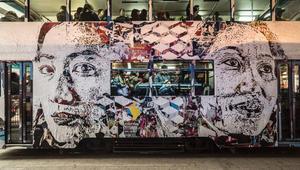 هكذا حوّلت هونغ كونغ الملصقات الإعلانية القبيحة إلى فنون تزيّن الجدران