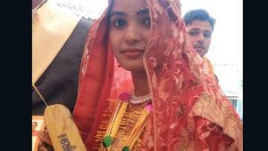 مضارب خشبية للعرائس لضرب أزواجهن..فقط بالهند