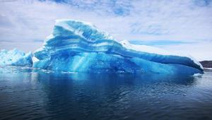 خطط لسحب جبلين جليديين من القطب إلى سواحل الإمارات