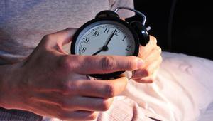 """هل تعاني من نشاط دماغك """"المفرط"""" وقت النوم؟ هذه هي نصائح الخبراء"""