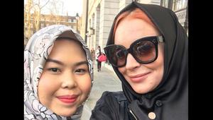 ليندسي لوهان ترتدي الحجاب في أسبوع لندن للموضة المحتشمة