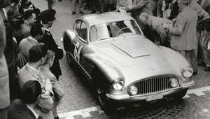 """ما هي القصة وراء اختفاء أول سائقة سباق في تاريخ """"فيراري""""؟"""