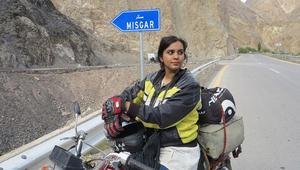 """هذه المرأة الباكستانية تكسر المحرمات الاجتماعية وتتحدى """"التابو"""" بدراجتها النارية"""