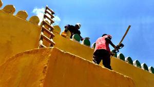 لماذا عمم الكينيون اللون الأصفر على مساجدهم وكنائسهم؟