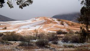 لأول مرة منذ 1979.. سقوط الثلج على الصحراء الكبرى الجزائرية