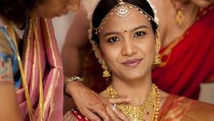بالصور... تعرف على قصة العشق بين الهنود والذهب