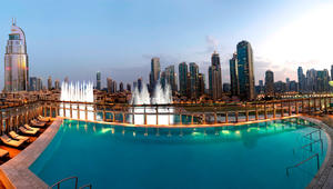 تعرّف إلى بركة السباحة في برج خليفة..أعلى أبنية العالم