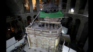 """إعادة فتح """"قبر المسيح"""" للزوار بعد عملية إعادة ترميم شاقة في القدس"""
