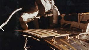 """الرائد ألفرد وردن أول من مشى في عمق الفضاء أثناء بعثة """"أبوللو 15"""" في أغسطس/آب 1971"""