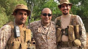 """بالفيديو.. الإعلامي وليد الفراج على الحدود السعودية اليمنية: """"الرجّال يقرّب"""""""