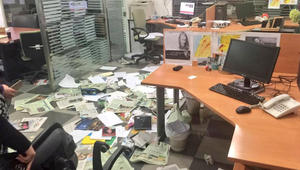 """""""العربية"""" تغلق مكتبها في لبنان و""""الشرق الأوسط"""" مستمرة.. ومغردون: """"الصفويون لم يعبثوا فقط بمكتب الجريدة بل عبثوا بلبنان الجميل"""""""