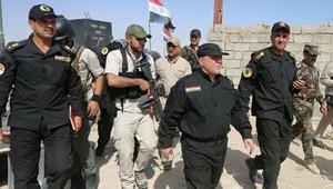 العبادي بالزي العسكري على الخطوط الأمامية للمعارك في الفلوجة والمواجهة تقترب من مركز المدينة