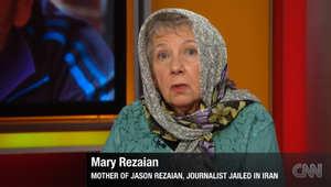 عبر CNN.. والدة الصحفي المحتجز بإيران توجه رسالة إلى خامنئي