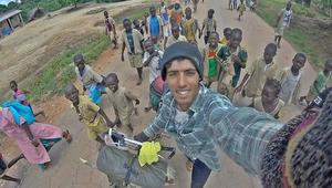 حملة تضامن على الشبكات الاجتماعية مع رحالة مغربي محتجز بالنيجر