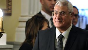 منصور يحث المصريين على اختيار خلفه: على مسافة واحدة من كلا المرشحين