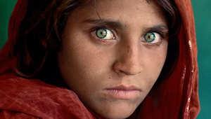 """من هي """"الفتاة الأفغانية""""؟ القصة وراء أشهر صورة في العالم"""