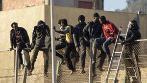 مهاجرون أفارقة عند الحدود المغربية مع جنوب إسبانيا