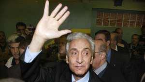 الجزائر تعلن الحداد ثمانية أيام حزنًا على وفاة زعيمها الاشتراكي حسين أيت أحمد