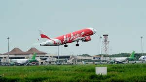 """ما الذي منع عائلتين من 15 شخصاً بينهم 7 أطفال من اللحاق برحلة """"طيران آسيا 8501""""؟"""