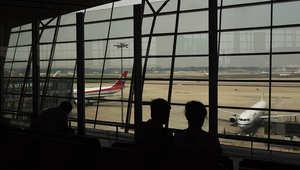 صورة توضيحية لقاعة انتظار الصعود إلى الطائرة في المطار
