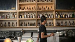 صورة أرشيفية لمتجر لبيع الخمور في إندونيسيا