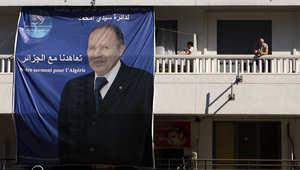 أحد الملصقات التي تحمل صورة الرئيس الجزائري عبد العزيز بوتفليقة في العاصمة
