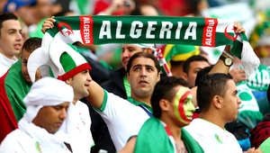 بعض مشجعي المنتخب الجزائري يتابعون مباراة الجزائر وألمانيا
