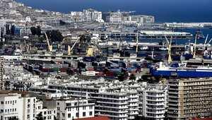 انهيار أسعار النفط وتهاوي الدينار الجزائري يضعان البلاد على حافة أزمة خانقة