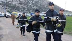 مصرع 13 شخصًا في حادثة سير خطيرة بين شاحنة وحافلة بالجزائر