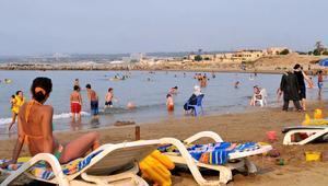 """دعوات إلى سباحة جماعية للفتيات بمدينة جزائرية رفضا لحملة """"تفضح"""" مرتديات البيكيني"""