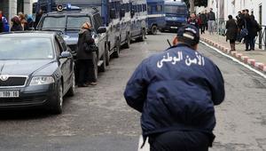 الأمن الجزائري يعتقل شابا متهما باختطاف عشرات الفتيات وابتزازهن بمقاطع جنسية
