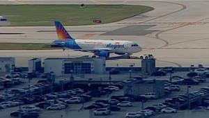 بالفيديو: مطب هوائي يسفر عن إصابة 3 مضيفات و4 ركاب على متن طائرة أمريكية
