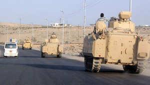 موكب للجيش المصري في العريش