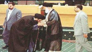 وليد الفراج يعيد نشر صورة تقبيل نصرالله ليد خامنئي: أن يعطينا الأمين العام دروسا بالعروبة بعد هذه ال