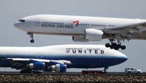 """انزلاق طائرة """"آسيانا 162"""" أثناء هبوطها بمطار هيروشيما وأنباء أولية بسقوط جرحى"""