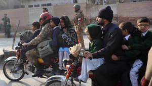 بالصور: مشاهد مروعة من هجوم عناصر طالبان الدموي على مدرسة في باكستان