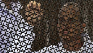 """عدلي منصور يعد عائلة """"صحفي الجزيرة"""" الأسترالي بتعجيل الحكم"""