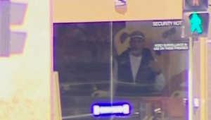 المشتبه بخطف الرهائن في سيدني مثلما ظهر على الشاشات
