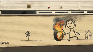 """هذه كانت مفاجأة الفنان """"الغامض"""" بانكسي لطلاب مدرسة ابتدائية"""