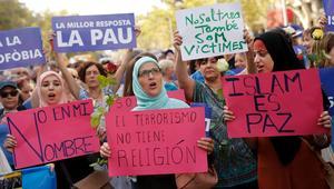 """الحكومة المغربية تنتقد غلاف """"الإرهاب وُلد في المغرب"""": عمل مستفز وغير مقبول"""