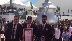 بعد قالب السكر والبيض بالحمص.. المغرب يدخل غينيس بأكبر إبريق شاي في العالم