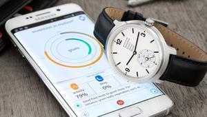 الساعات الكلاسيكية تقتحم عالم التكنولوجيا