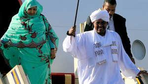 """البشير يعود للخرطوم بعد """"زيارة مثيرة للجدل"""" بجنوب أفريقيا لحضور القمة الأفريقية"""