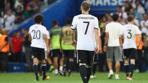 """شفاينشتايغر يعتزل دوليا.. ولاعبو ألمانيا يشكرون """"الأسطورة"""" على 120 مباراة"""