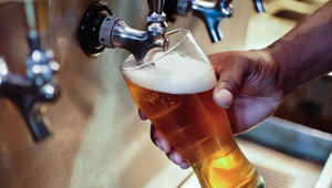 السفر حول العالم وشرب الجعة..هل هذه وظيفة الأحلام؟